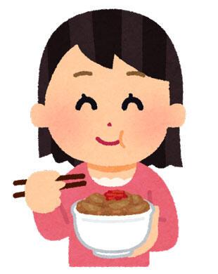 美味しそうに食べている女性