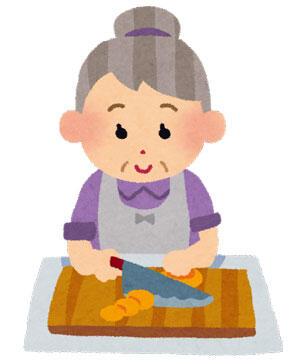 料理をしているお婆さん