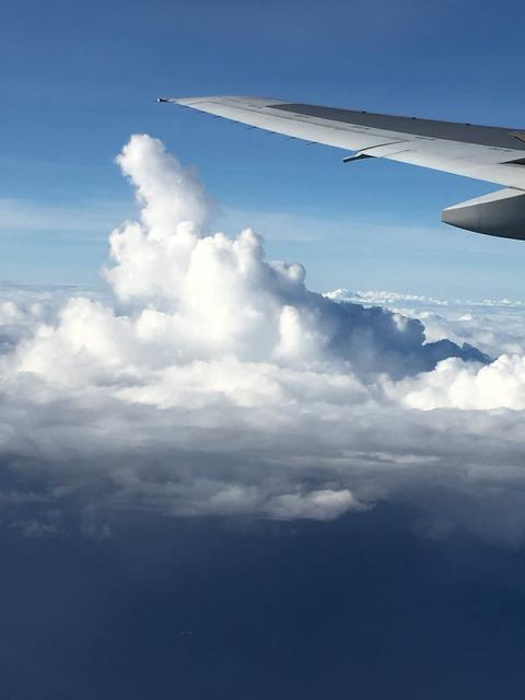 飛行機 雲