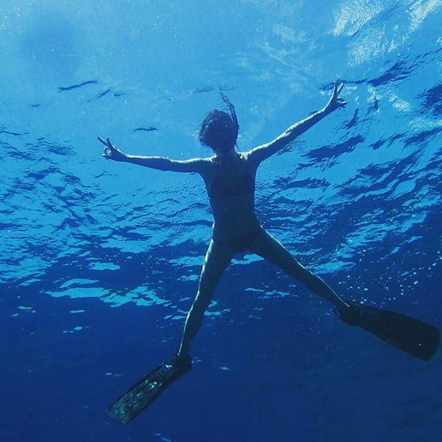 【話題】小島瑠璃子、ビキニ姿の大胆海中ショット「美尻」「スタイル抜群」と話題に♡