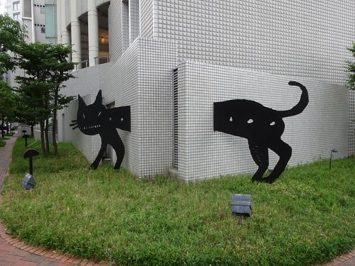 ハービス大阪南側にある、グラフィックデザイナー 松永 真氏の作品