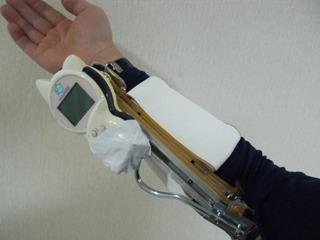 腕につけた猫語翻訳機