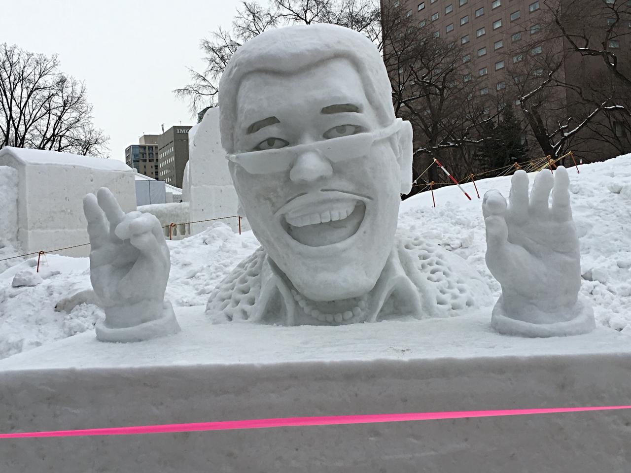 ピコ太郎さんの雪像、そっくりです!
