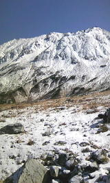 立山と雪原縦2