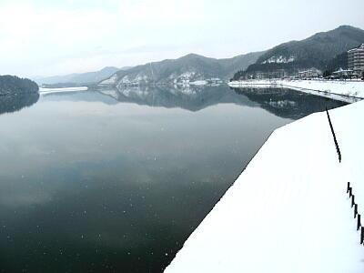 朝の御所湖