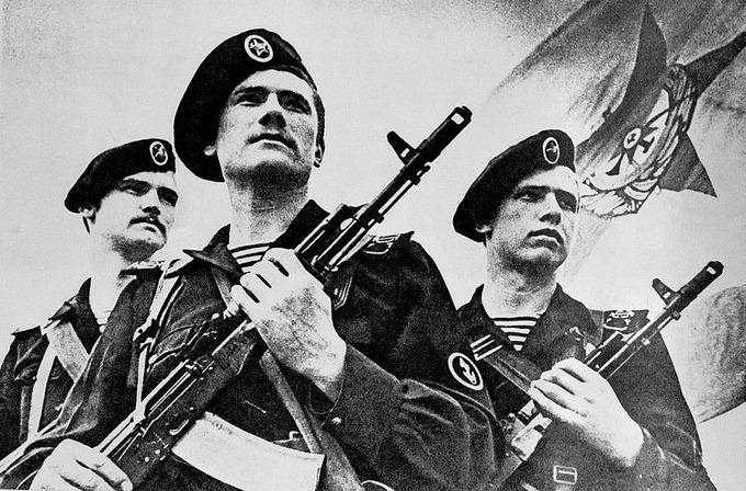 800px-Soviet_naval_infantrymen_DN-SN-86-00829