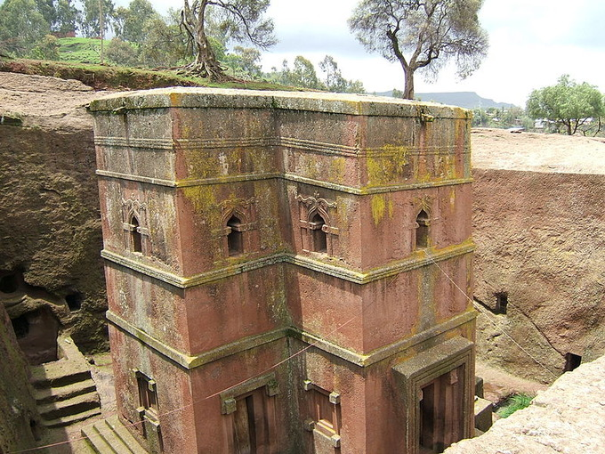 800px-Bet_Giyorgis_church_Lalibela_01