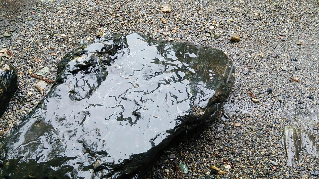 穿つ 雨垂れ 石 を