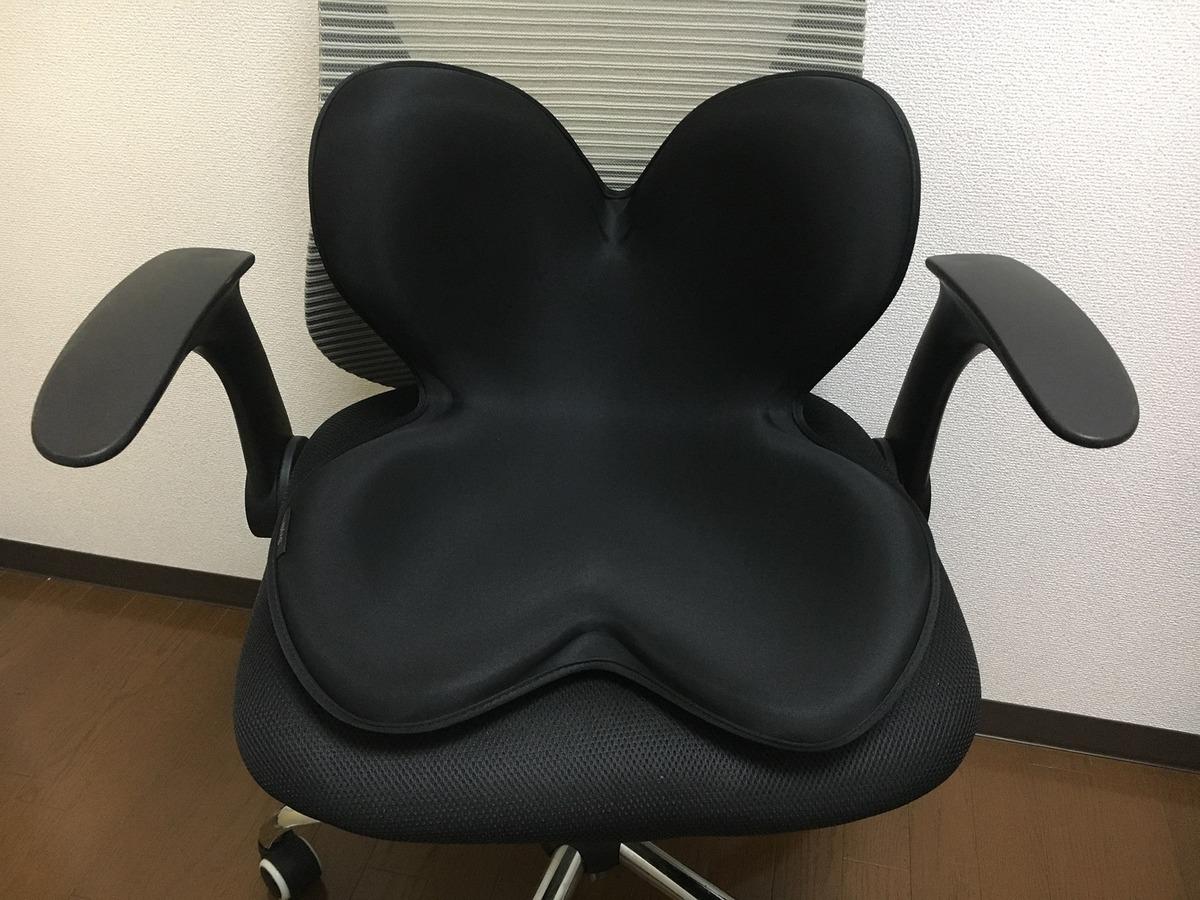 椅子に置いたボディメイクシートStyle