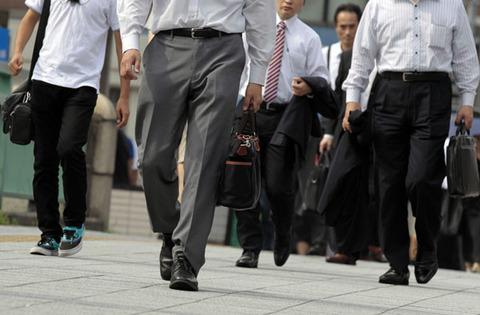 【公務員問題】国家公務員給与2年連続アップ!「民間にならって」賃上げ!!wwwwwwwwwww