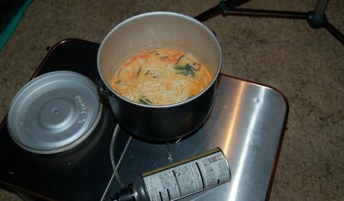 湯を沸かしてぶち込むだけ! 湯を沸かし、鍋にぶち込むだけで・・・ 本格的な 「 ちゃんぽん 」