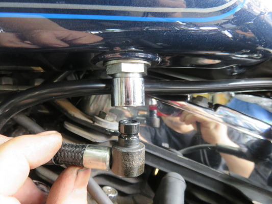 08FXSTCインジェクションホースカプラ修理2