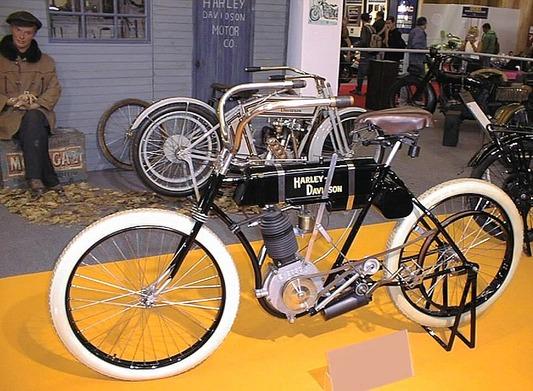 800px-Harley-Davidson_Monocylinder