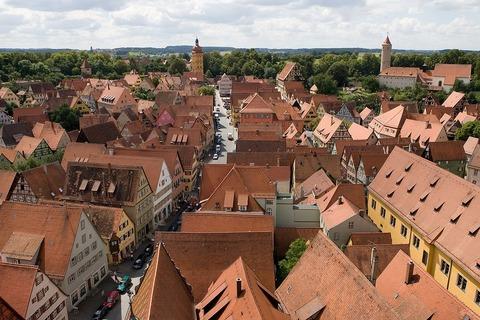 1280px-Dinkelsbuehl_Kirchturm_West