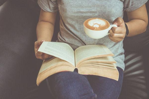 彡(゚)(゚)「本を読むだけのバイト!?」【SF】