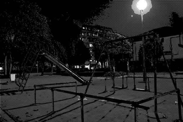 夜中に公園で子供を遊ばせるのは・・・