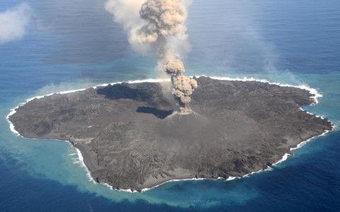 【小笠原諸島】西之島で11か月ぶりに噴火