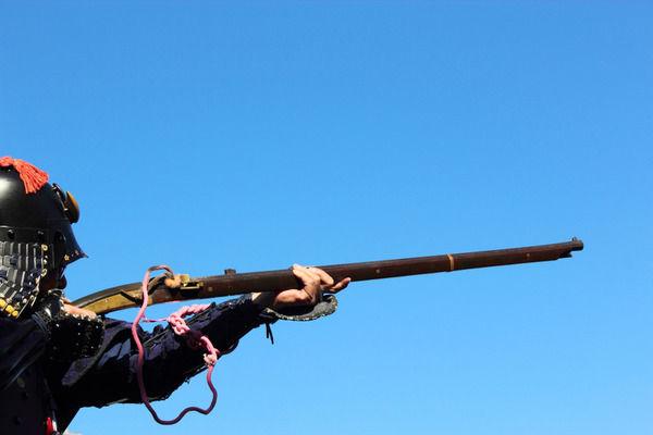 【悲報】火縄銃の威力、現代の銃より強かった