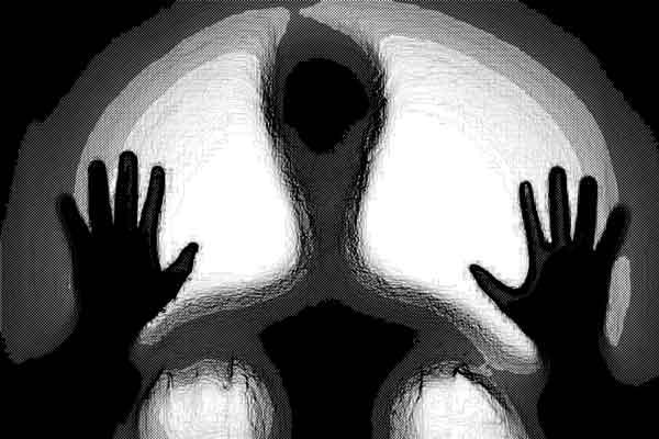 男性の霊の障りは右側に出る