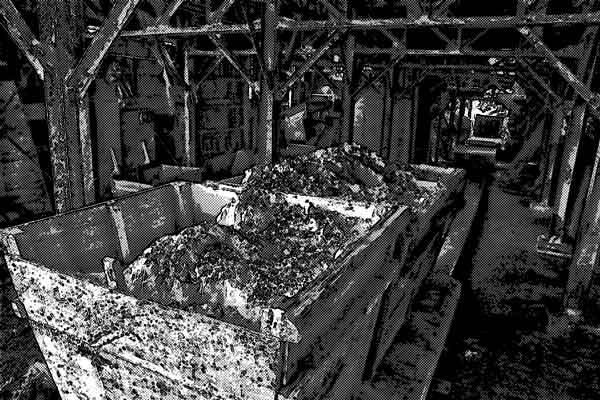 鉱山で人が死んだ時、遺体には二度語りかける