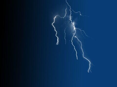 【衝撃】神について熱弁中の男に雷が落ちる…