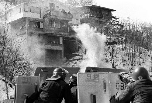 あさま山荘事件で一番注目を浴びたのはテロリストらではなくてカップヌードルだった。