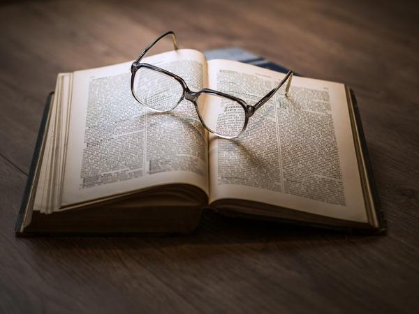 glasses-1052010_1280