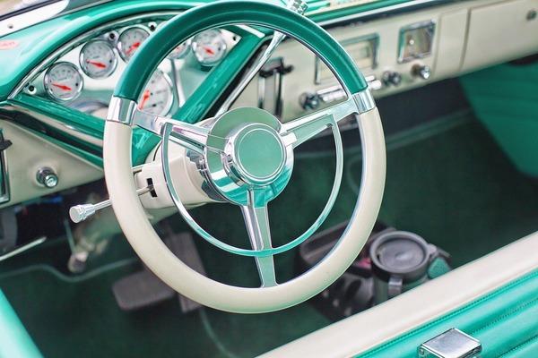 vintage-car-852239_1280