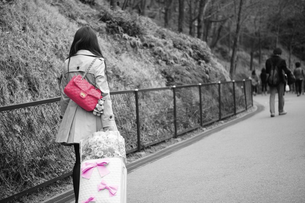 【画像】家出少女を支援する「つぼみカフェ」巡回バス 新宿で開始式