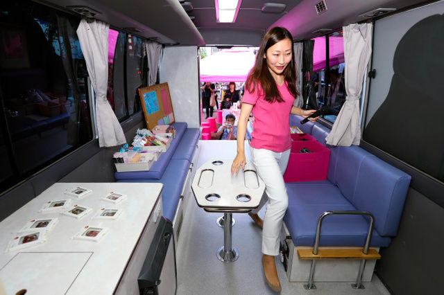 話のネタ帳【画像】家出少女を支援する「つぼみカフェ」巡回バス 新宿で開始式コメントする