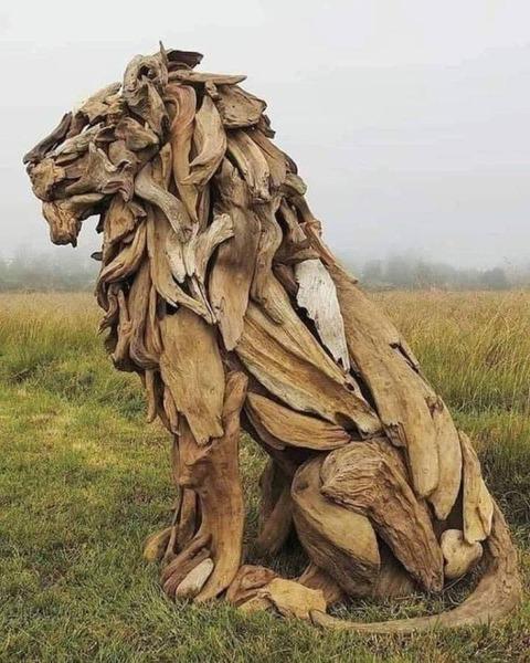 流木で作ったライオンが凄い