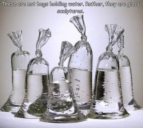 ビニール袋に水を入れたようなガラスの彫刻が凄すぎw!