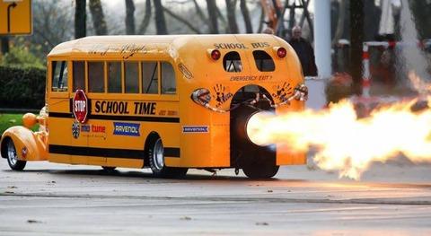 絶対に学校に遅刻しないスクールバス