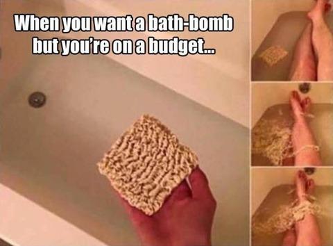 お風呂にバスボムの代わりにラーメン入れてみた