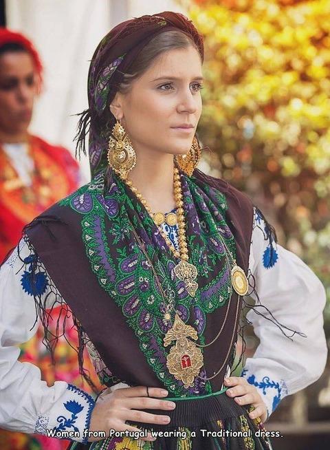 結婚式で着たポルトガルの民族衣装。