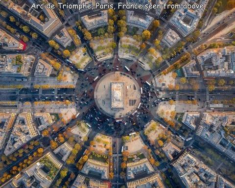 フランス、パリの凱旋門を真上から見るとこんな感じ
