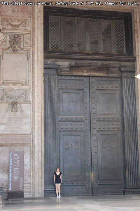 ローマ時代のメチャクチャデカい扉