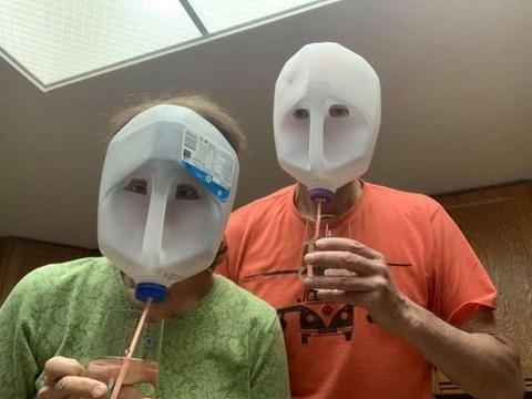 ポリ容器で実用的なマスクを作った人