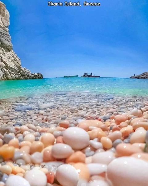 とあるギリシャの島の浜辺