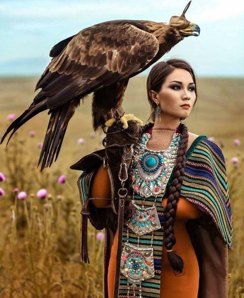 綺麗な鷹匠のポカホンタス