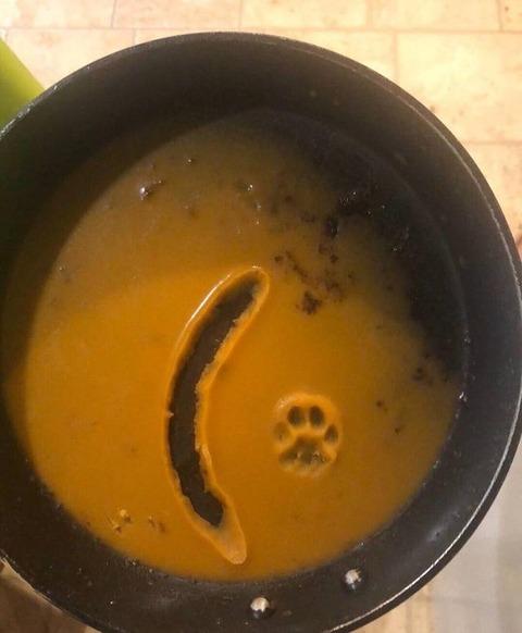 ソーセージを置き忘れた調理後のフライパンの廃油に…