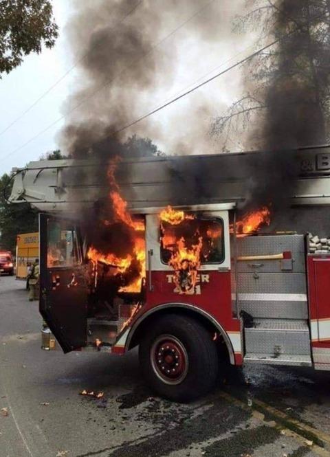 消防車が燃えちゃった