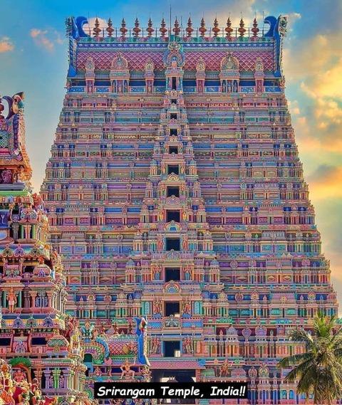 インドの寺院がウソみたいなカラフルさ