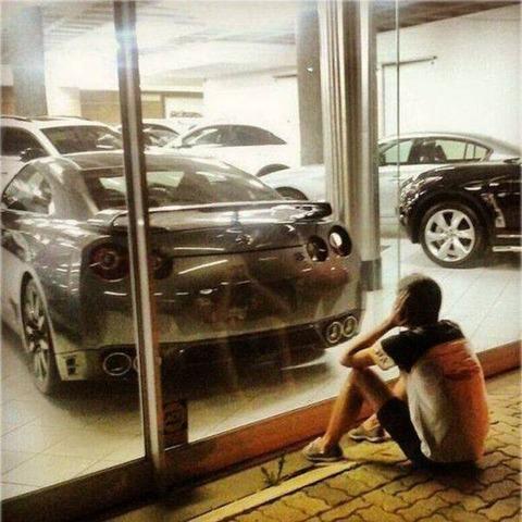坊や、その車が欲しいのかい?と、老紳士が…