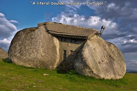 自然の岩をそのまま使ったポルトガルの家