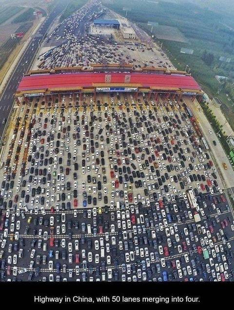中国のインターチェンジを上から撮影