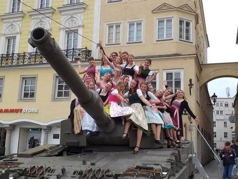 女性たちは大砲がお好き