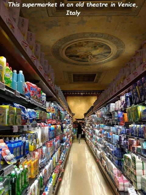 イタリア・ベニスのスーパーマーケット