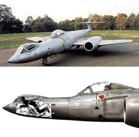 こうやって操縦する戦闘機があったらしい…。