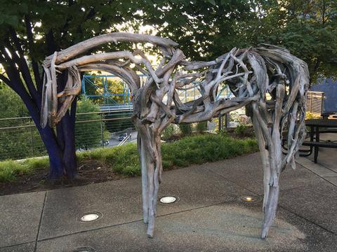 流木で作った馬の存在感